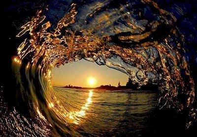 ide--gue.blogspot.com - Foto-foto gulungan OMBAK yang sangat menakjubkan!!